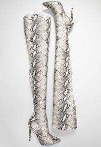 Steve Madden - DOMINIQUE - Boots med høye hæler - natural - 3