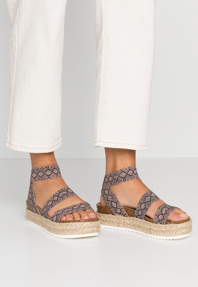 Steve Madden - KIMMIE - Platform sandals - brown
