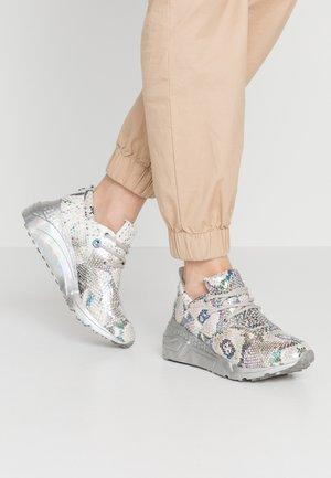 CLIFF - Sneaker low - silver