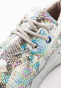 Steve Madden - CLIFF - Sneakers - silver - 2