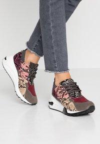 Steve Madden - CLIFF - Sneakersy niskie - grey - 0