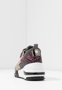 Steve Madden - CLIFF - Sneakersy niskie - grey - 5