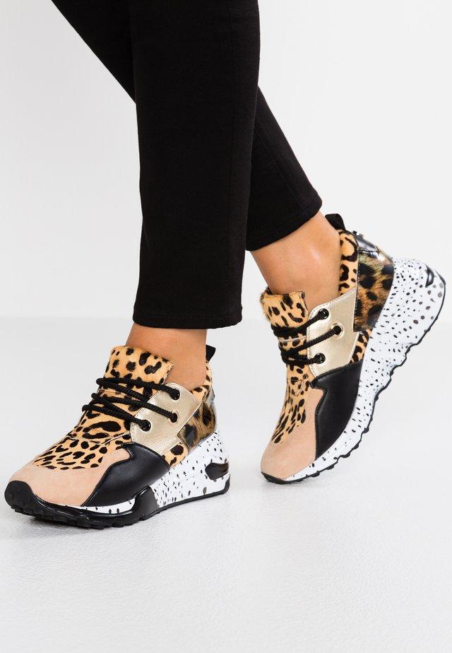 CLIFF - Sneakersy niskie - brown