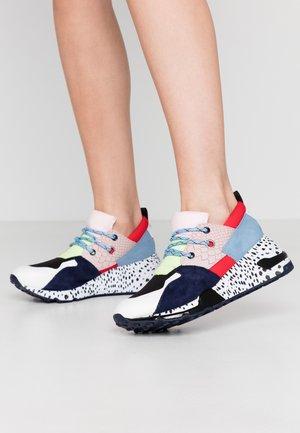 CLIFF - Sneakers - pink/black