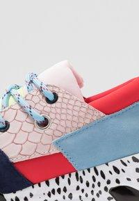 Steve Madden - CLIFF - Sneakers - pink/black - 2