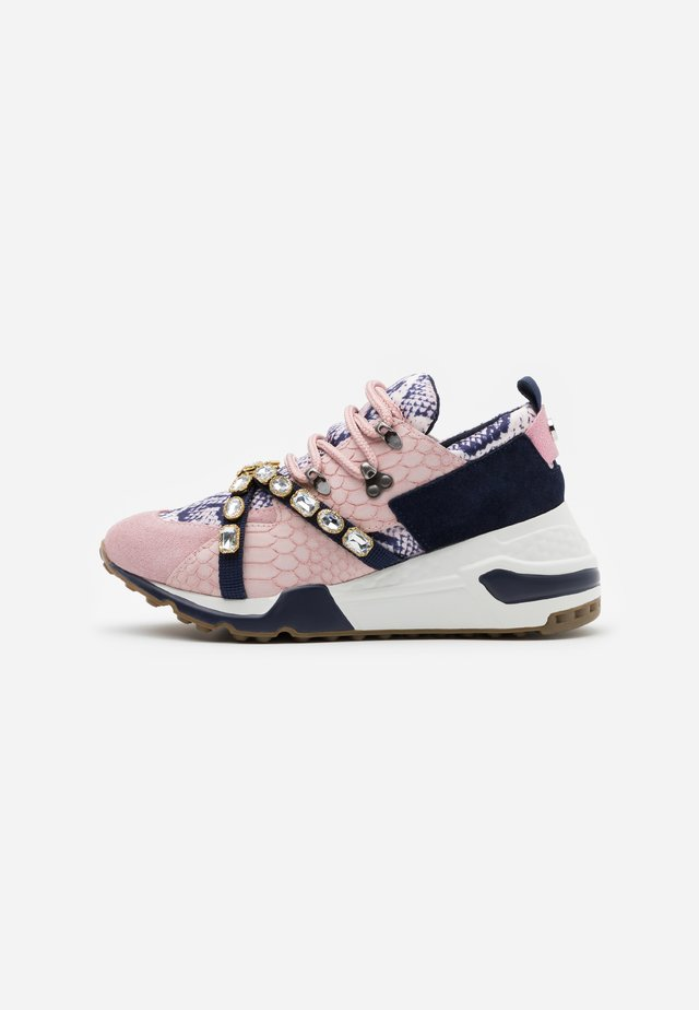 CREDIT - Trainers - blush