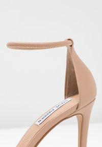 Steve Madden - SOPH - Sandaler med høye hæler - natural - 2