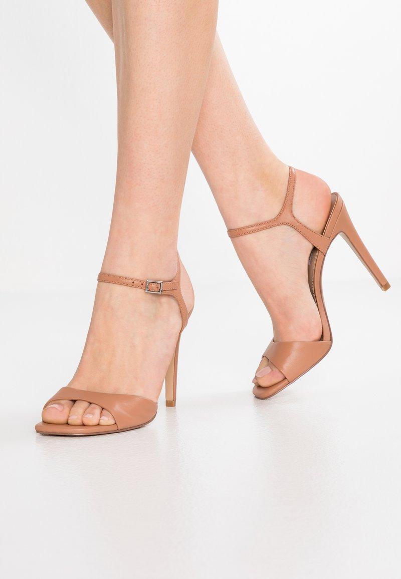 Steve Madden - FITZ - High Heel Sandalette - dark tan