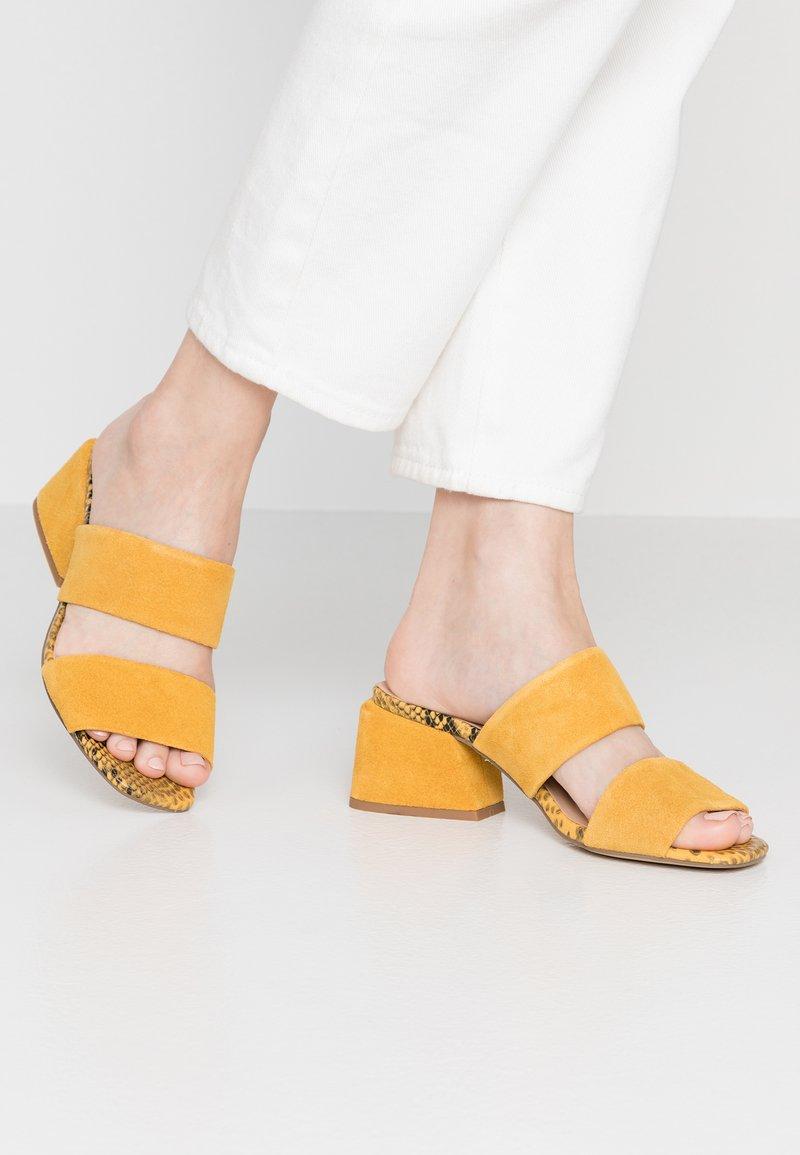 Steve Madden - KELINE - Pantolette hoch - yellow