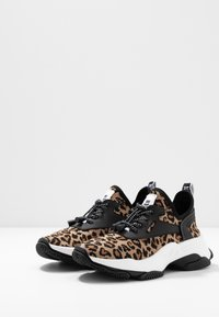 Steve Madden - MATCH - Sneaker low - brown - 4