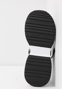 Steve Madden - Matalavartiset tennarit - white/multicolor - 6