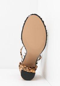 Steve Madden - CARSON - Sandaler med høye hæler - brown - 6