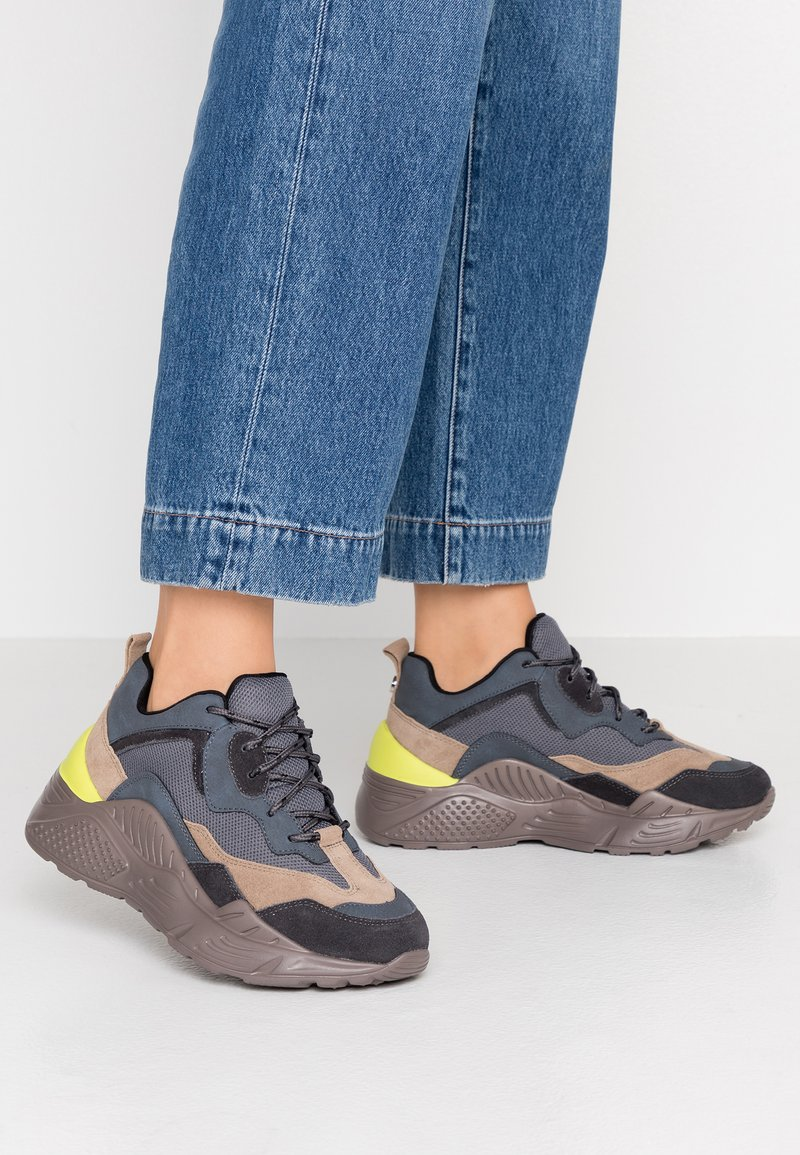 Steve Madden - ANTONIA - Sneakers laag - blue/multicolor