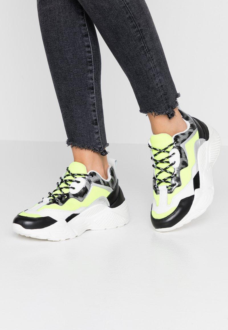 Steve Madden - ANTONIA - Sneaker low - neon yellow
