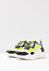 Steve Madden - ANTONIA - Matalavartiset tennarit - neon yellow - 4