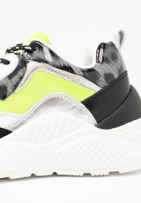 Steve Madden - ANTONIA - Matalavartiset tennarit - neon yellow - 2