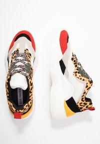 Steve Madden - ANTONIA - Sneakers - brown - 3