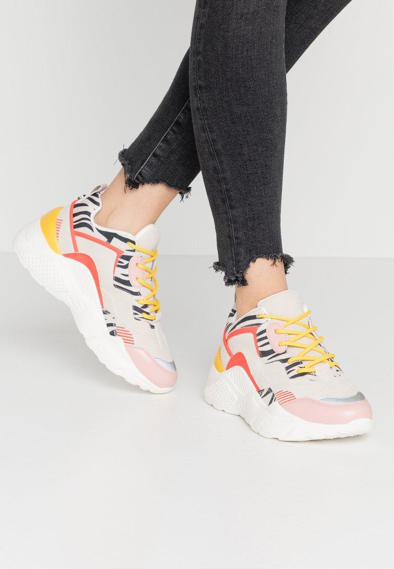 Steve Madden - ANTONIA - Sneakers - coral/multicolor