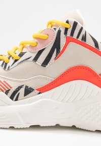 Steve Madden - ANTONIA - Sneakers - coral/multicolor - 2