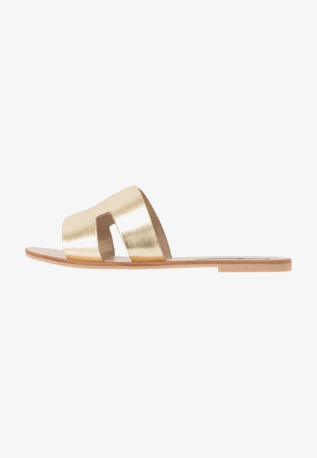 GRAYSON - Pantofle - gold