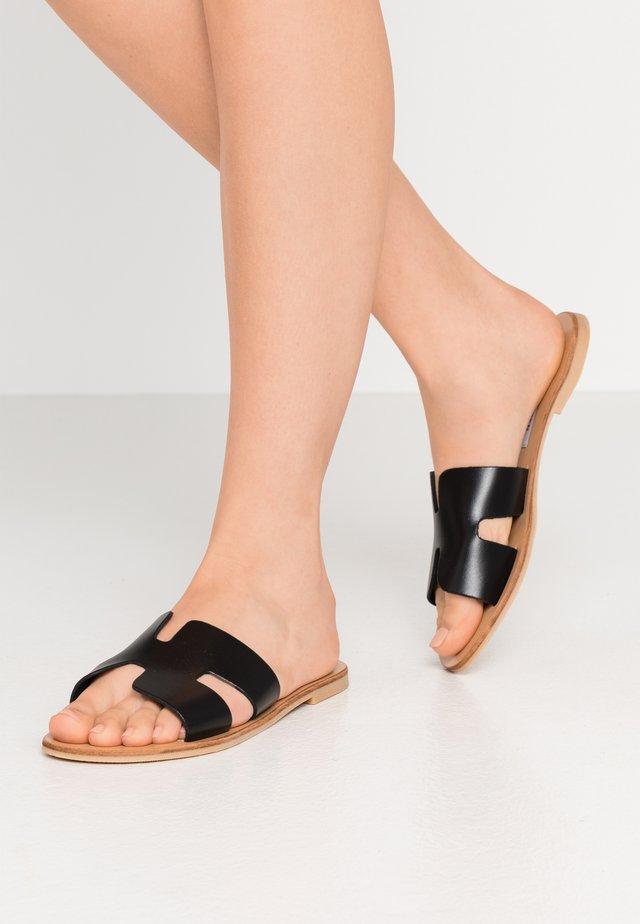 GRAYSON - Pantofle - black