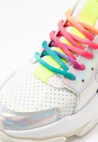 Steve Madden - AJAX - Sneaker low - white/multicolor - 2
