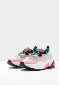 Steve Madden - CHARGED - Joggesko - red/multicolor - 4