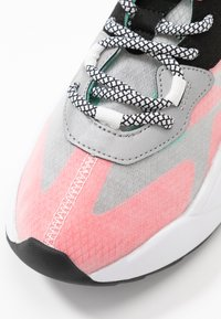 Steve Madden - CHARGED - Joggesko - red/multicolor - 2