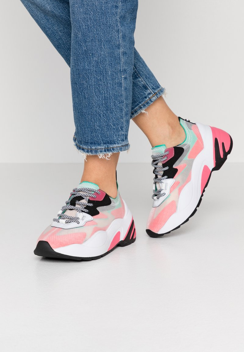 Steve Madden - CHARGED - Sneakers - red/multicolor