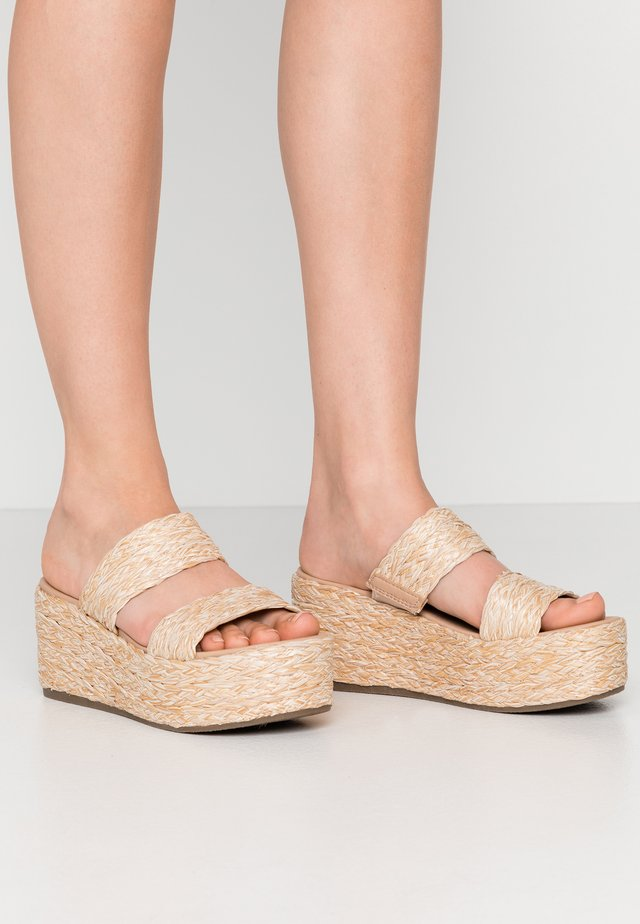 JOLTED - Heeled mules - natural