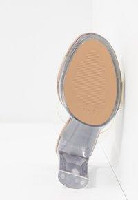 Steve Madden - GLASSY - Pantofle na podpatku - clear - 6