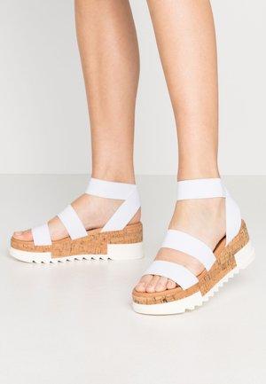 BANDI - Sandály na platformě - white
