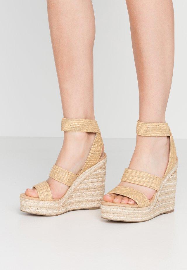 SHIMMY - Sandały na obcasie - natural