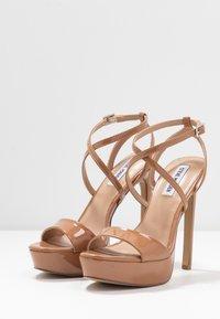 Steve Madden - STUNNING - Sandaler med høye hæler - camel - 4