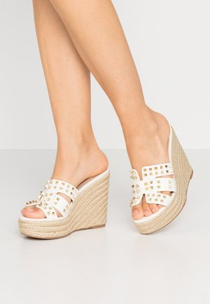 CYCLE - Pantofle na podpatku - white