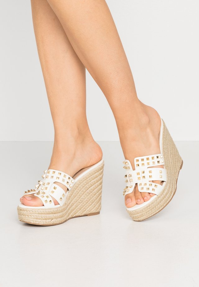 CYCLE - Pantolette hoch - white