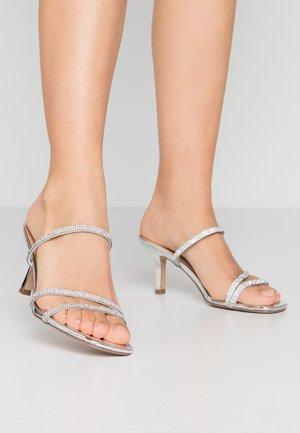 LOFT-R - Pantofle na podpatku - silver