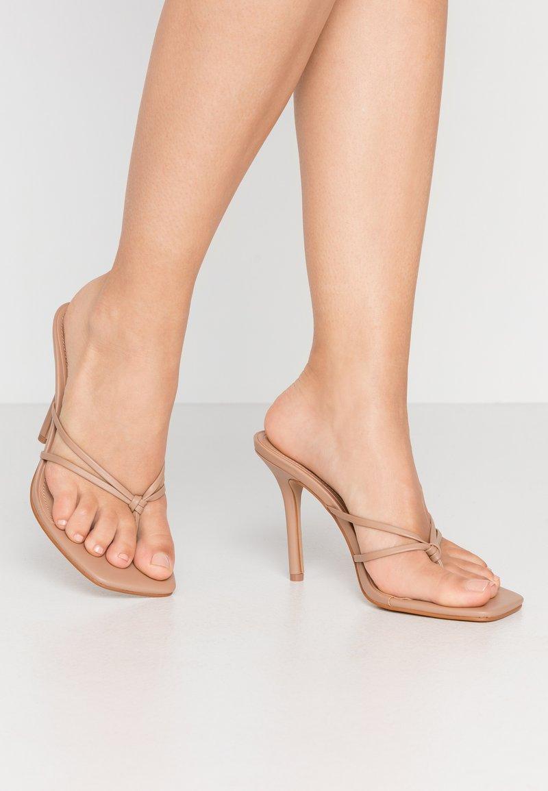 Steve Madden - SCORED - Pantofle na podpatku - natural