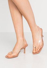 Steve Madden - MELROSE - Sandály s odděleným palcem - clear - 0