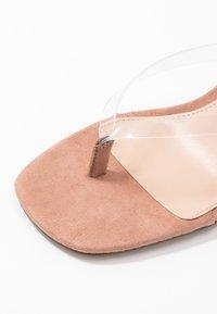 Steve Madden - MELROSE - Sandály s odděleným palcem - clear - 2