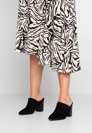 NEVADA - Pantofle na podpatku - black