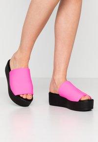 Steve Madden - SLINKY - Pantofle na podpatku - pink neon - 0
