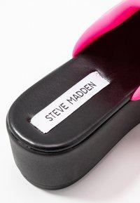 Steve Madden - SLINKY - Pantofle na podpatku - pink neon - 2