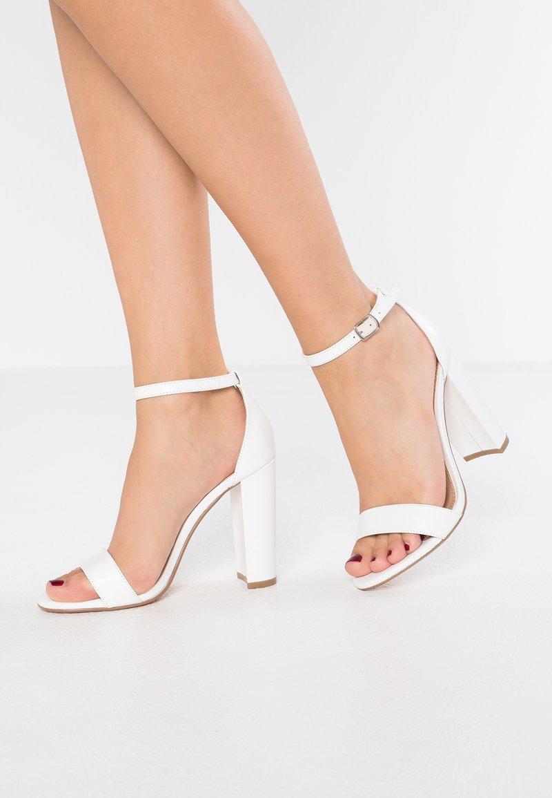 Steve Madden - CARRSON - Sandály na vysokém podpatku - white