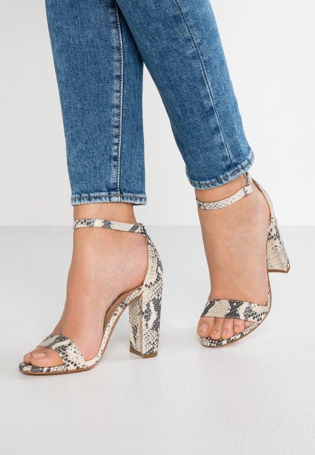 CARRSON - Korolliset sandaalit - natural