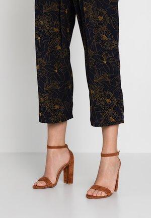 CARRSON - High heeled sandals - chestnut