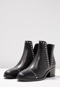 Steve Madden - CONSPIRE - Kotníková obuv - black - 4