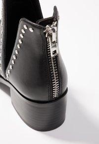 Steve Madden - CONSPIRE - Kotníková obuv - black - 2