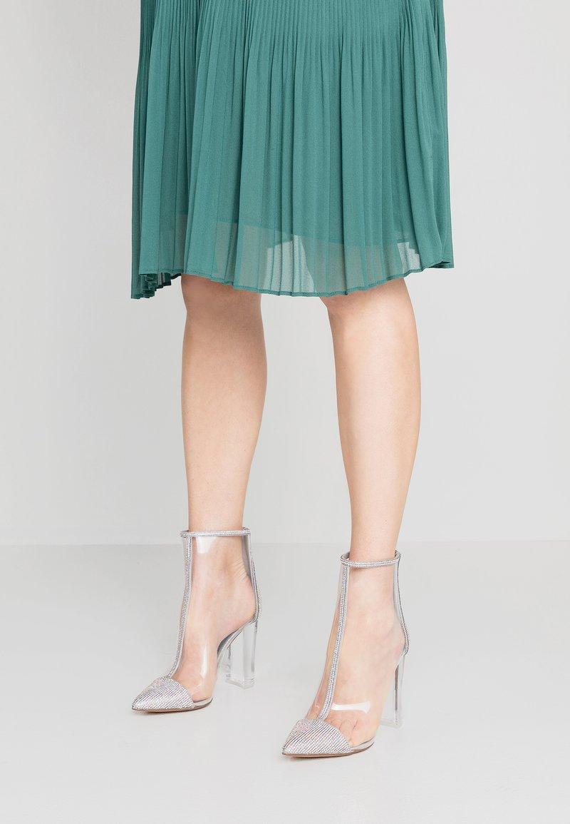 Steve Madden - CLANCY - High Heel Stiefelette - transparent