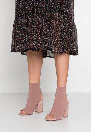 FERRIS - Sandály na vysokém podpatku - blush
